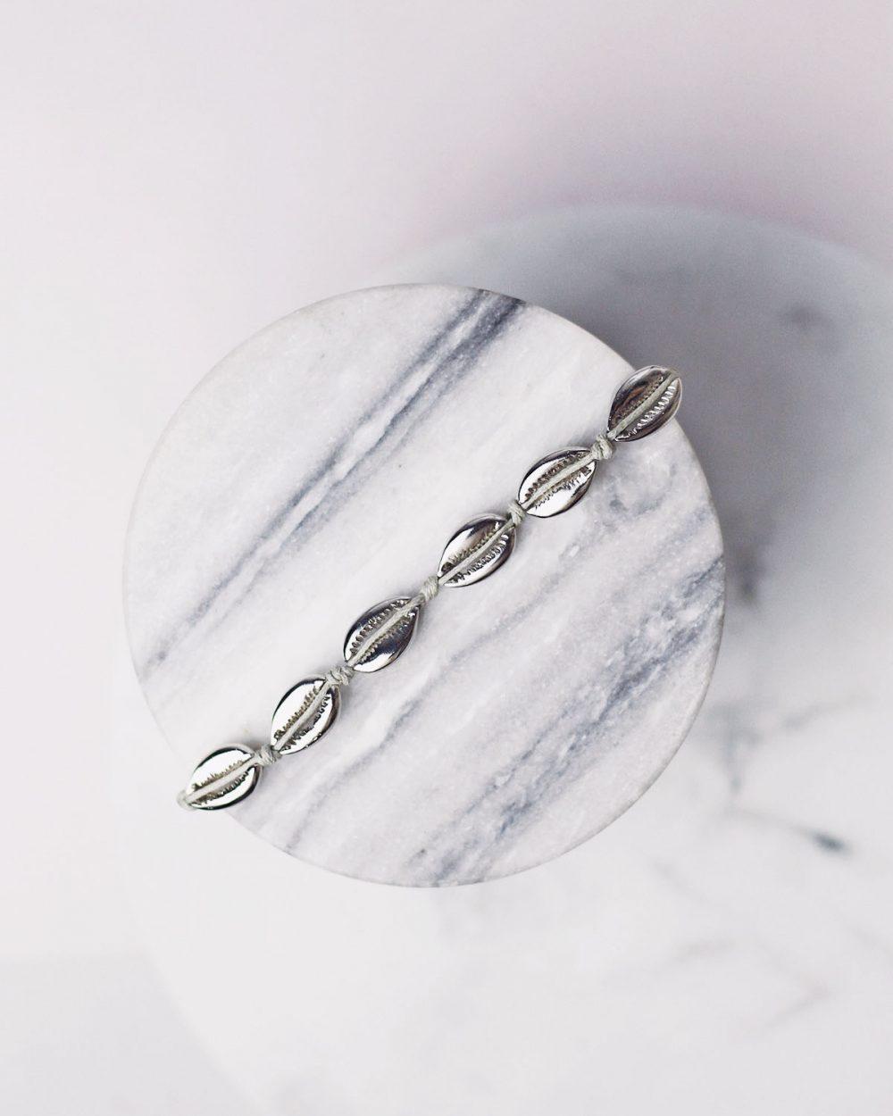 apyranke iš sidabro spalvos kriauklyčių