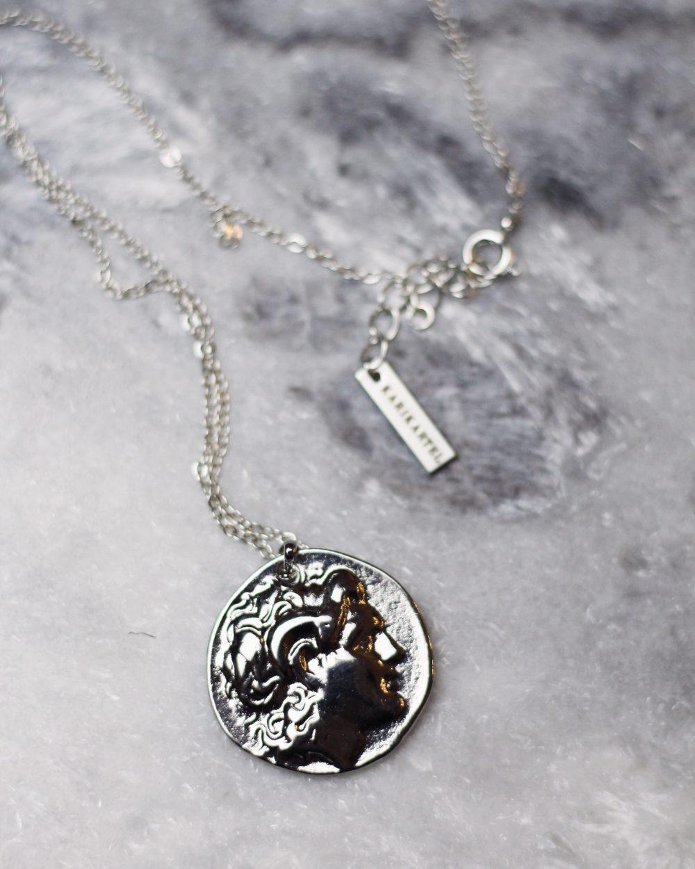 """Dvipusis sidabro spalvos """"greek coin"""" pakabukas su simboliais"""