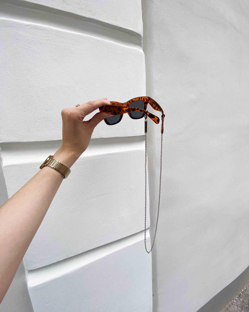 akiniu grandinele